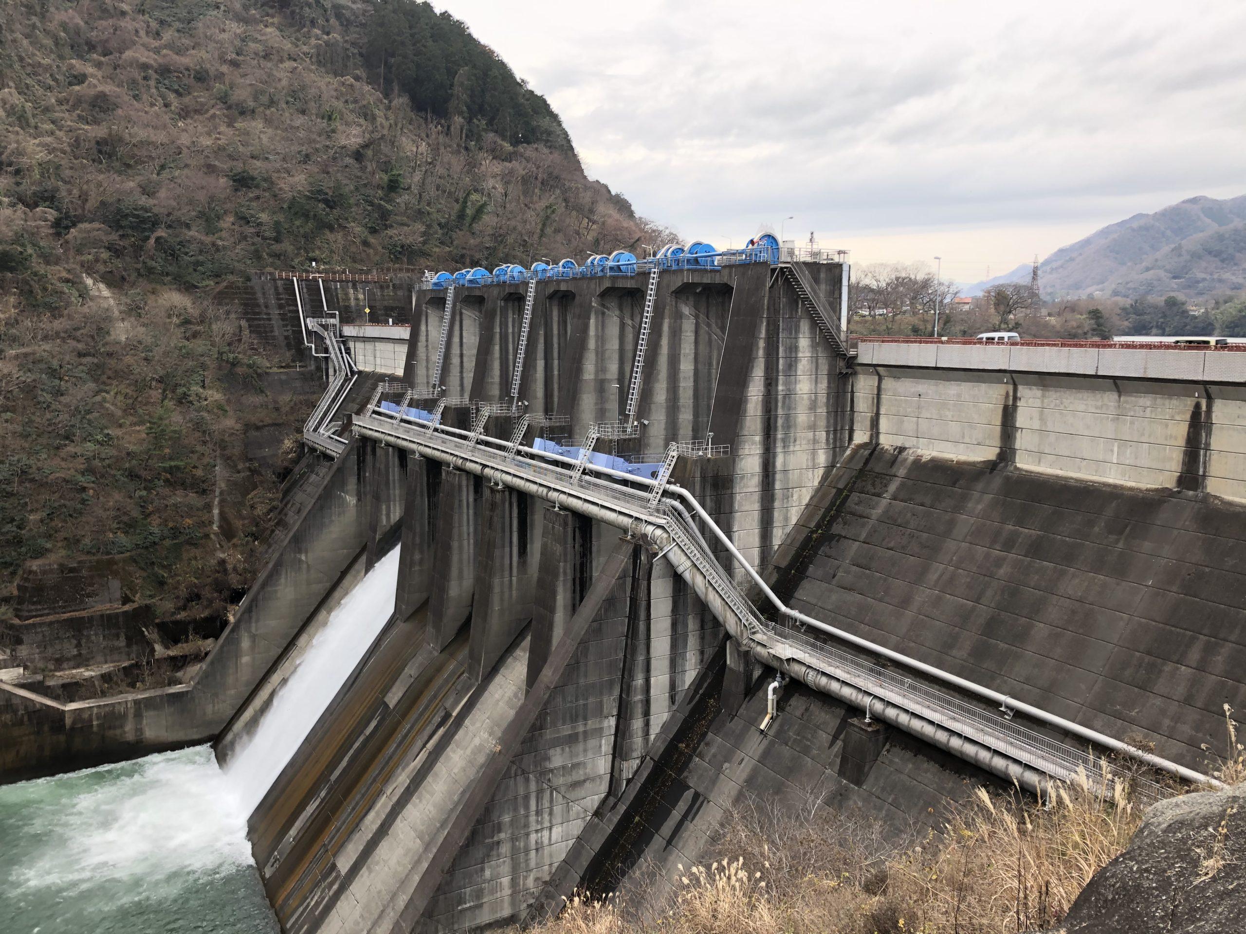 展望台から望む城山ダムの投稿写真