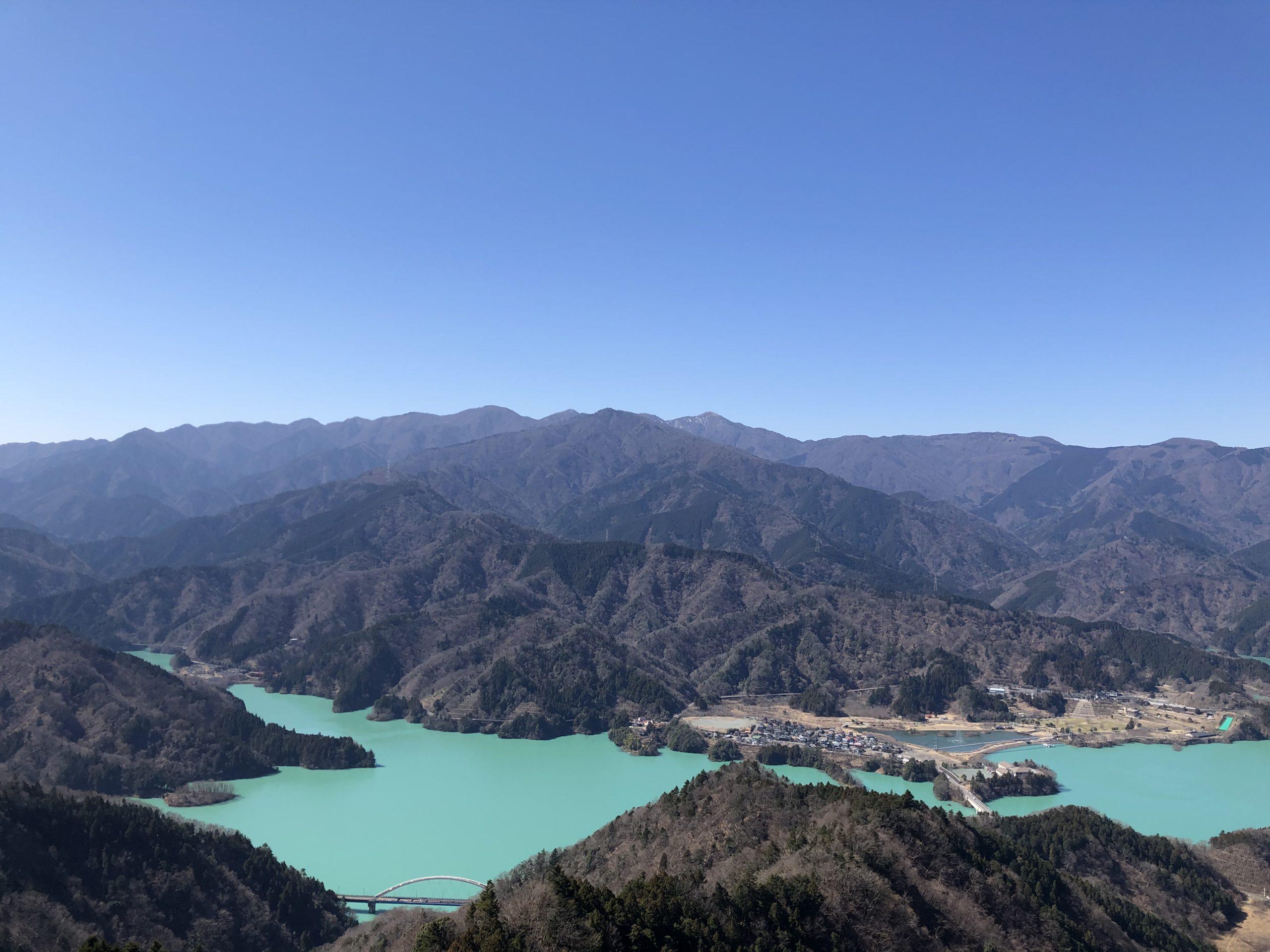 エメラルドの相模湖の投稿写真