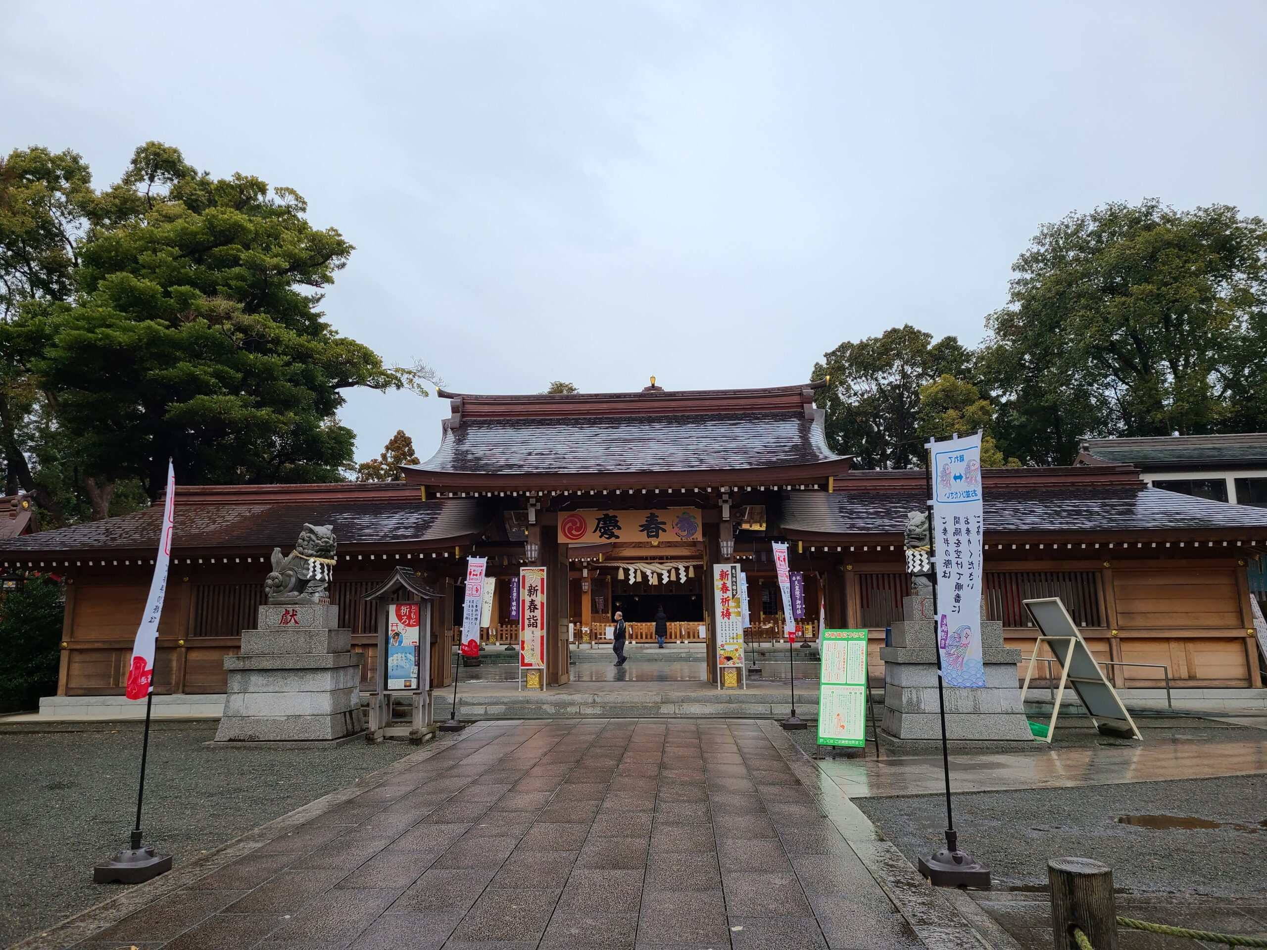 雨で静まる亀ヶ池八幡宮の投稿写真