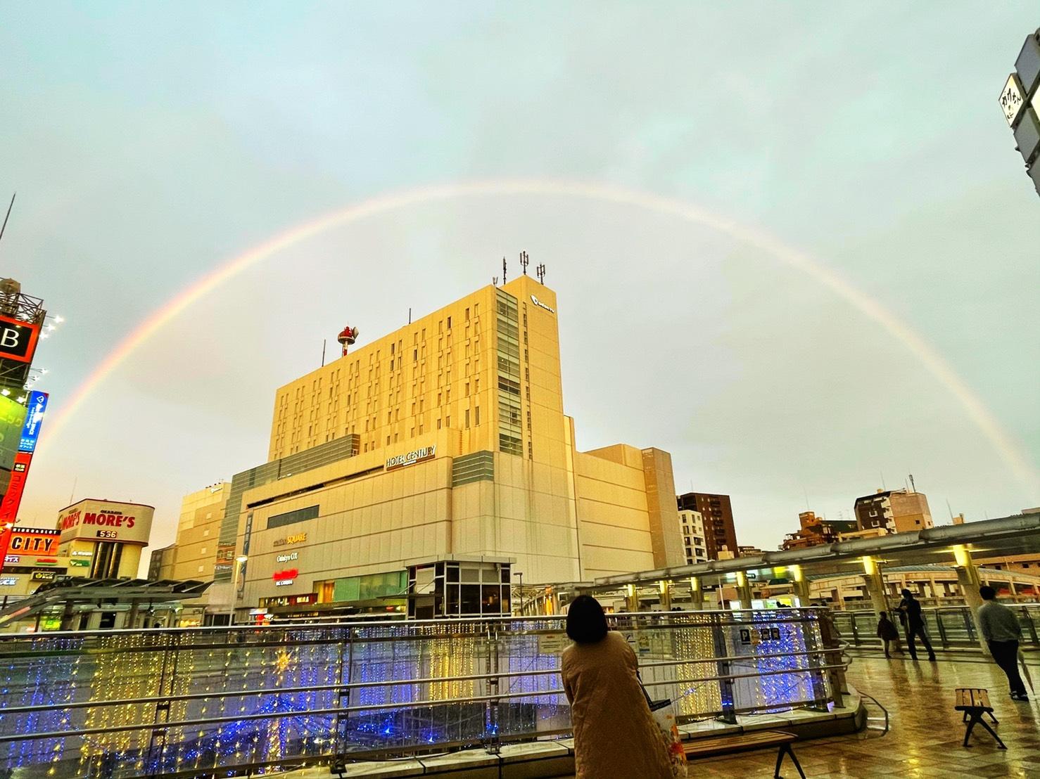 相模大野駅ビルが虹の中にの投稿写真